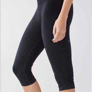 Lululemonin the flow crop tights size 2